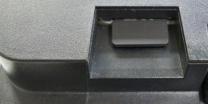 Detail: Position beim Erreichen der Feder-Mechanik des µSD-Kartenhalters