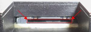 Detail: Schlitz zum Einführen der µSD-Karte